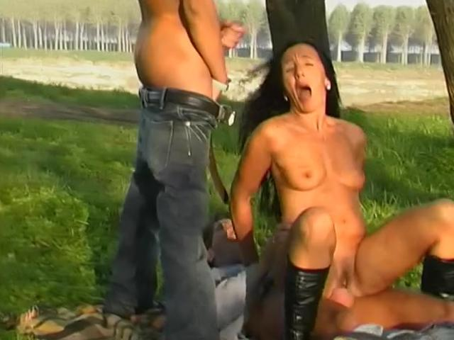 seks-na-prirode-v-videoklipah