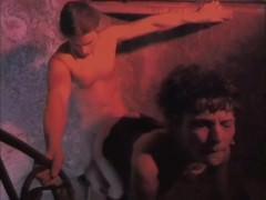 Будучи в поисках острых сексуальных ощущений, французская парочка забралась на крутую лестницу. И там они устроили просто потрясающе развратный трах вместе!