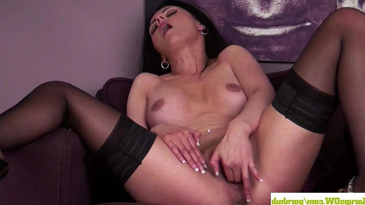 Зрелая женщина мастурбирует киску порно видео онлайн