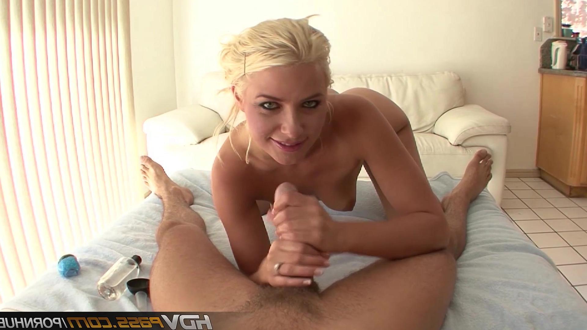 Девушка дрочит член порно онлайн