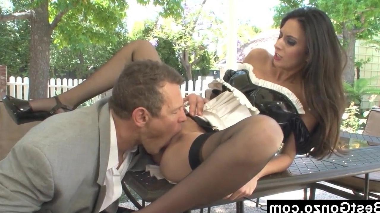 сексуальная служанка видео