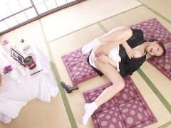 Красивая японская дама под дулом пистолета заставила мужчину поебаться с ней