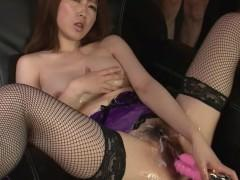 Гиг Порно  Волосатая пизда молодой японки в роскошном нижнем белье много кончает от траха дилдо