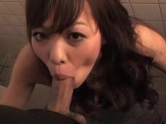 Видя, что японская подружка уже горит сексуальным желанием, парень отвел ее в кабинку туалета. Там он дал ей возможность пососать его хер и одарить классным минетом!
