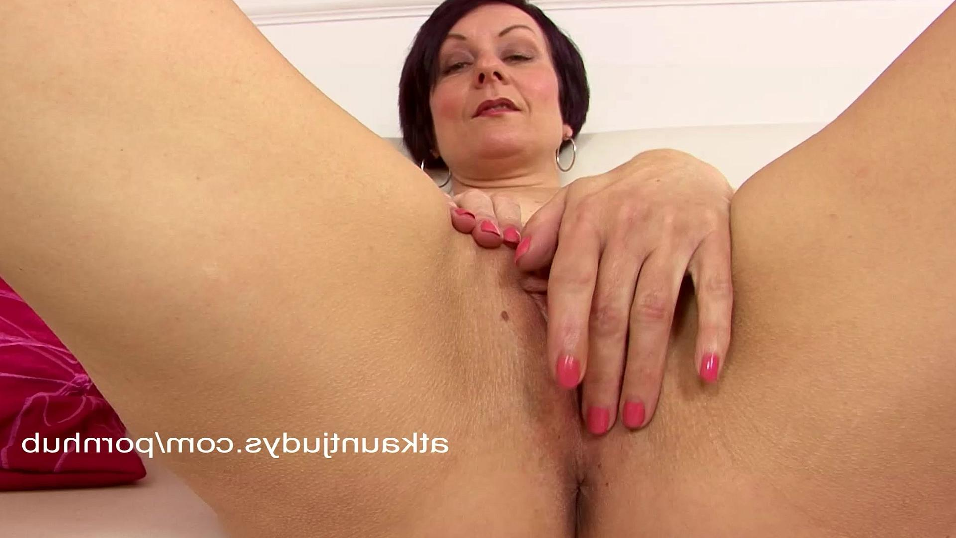 Секс клитар пизда целка видео 7 фотография