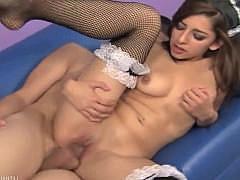 Гиг Порно  Молодая порно-звёздочка страстно вертится киской верхом на крепком мужском члене