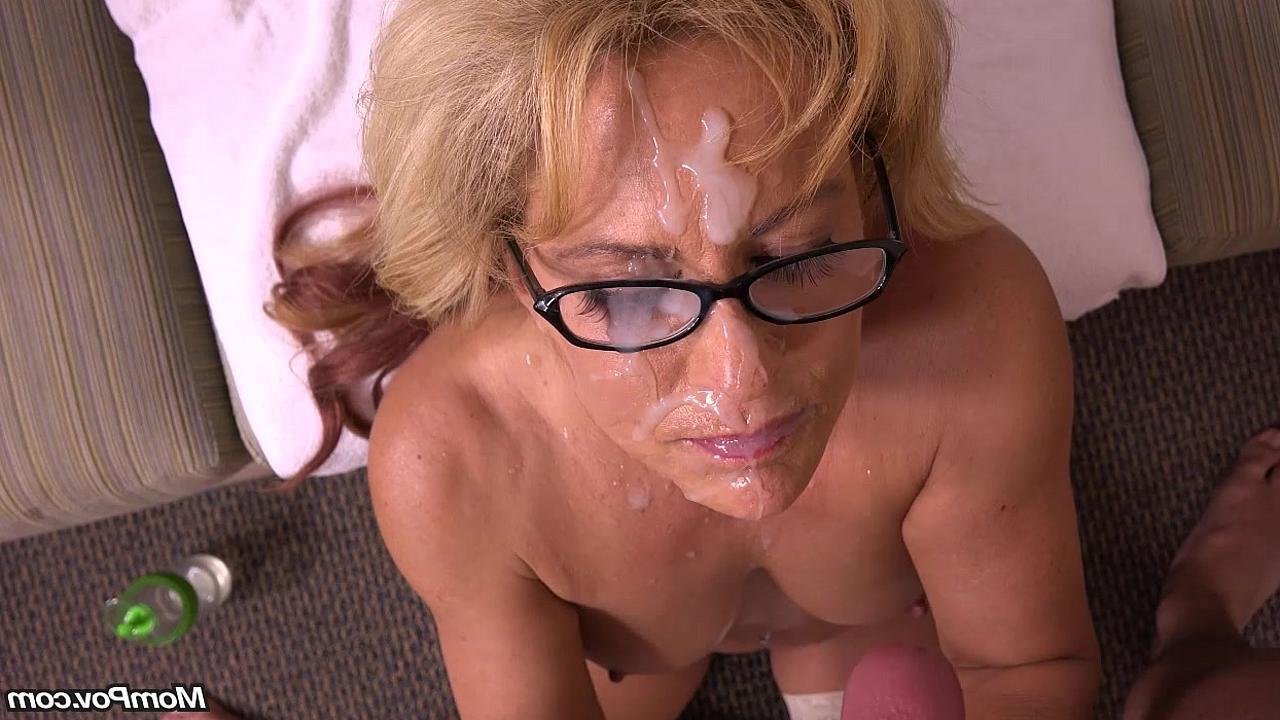 Девушка дрочит сосёт член и получает море спермы фото 326-989