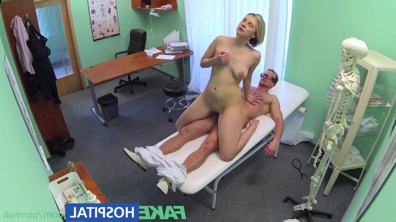 Секс на приеме у докторши 23 фотография