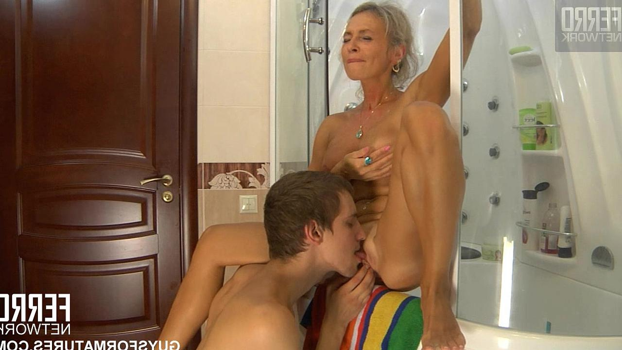 смотреть порно мамочек раком молодые блондинки