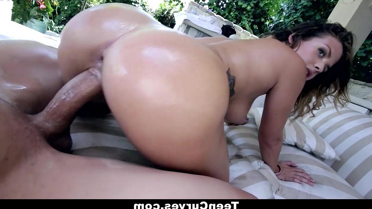 Секс с большой попочкой