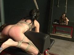 Молодая связанная девка с кляпом во рту и дикий секс с дрочкой и элементами БДСМ