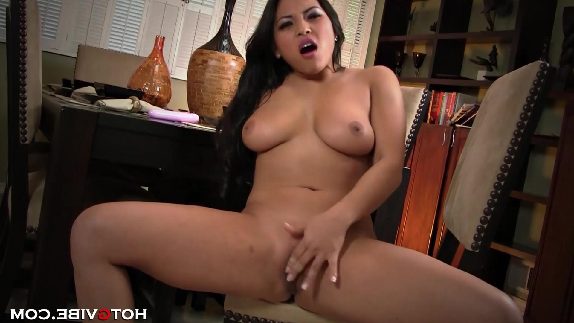 Короткие порно ролики азиатки с большими сисками фото 592-764