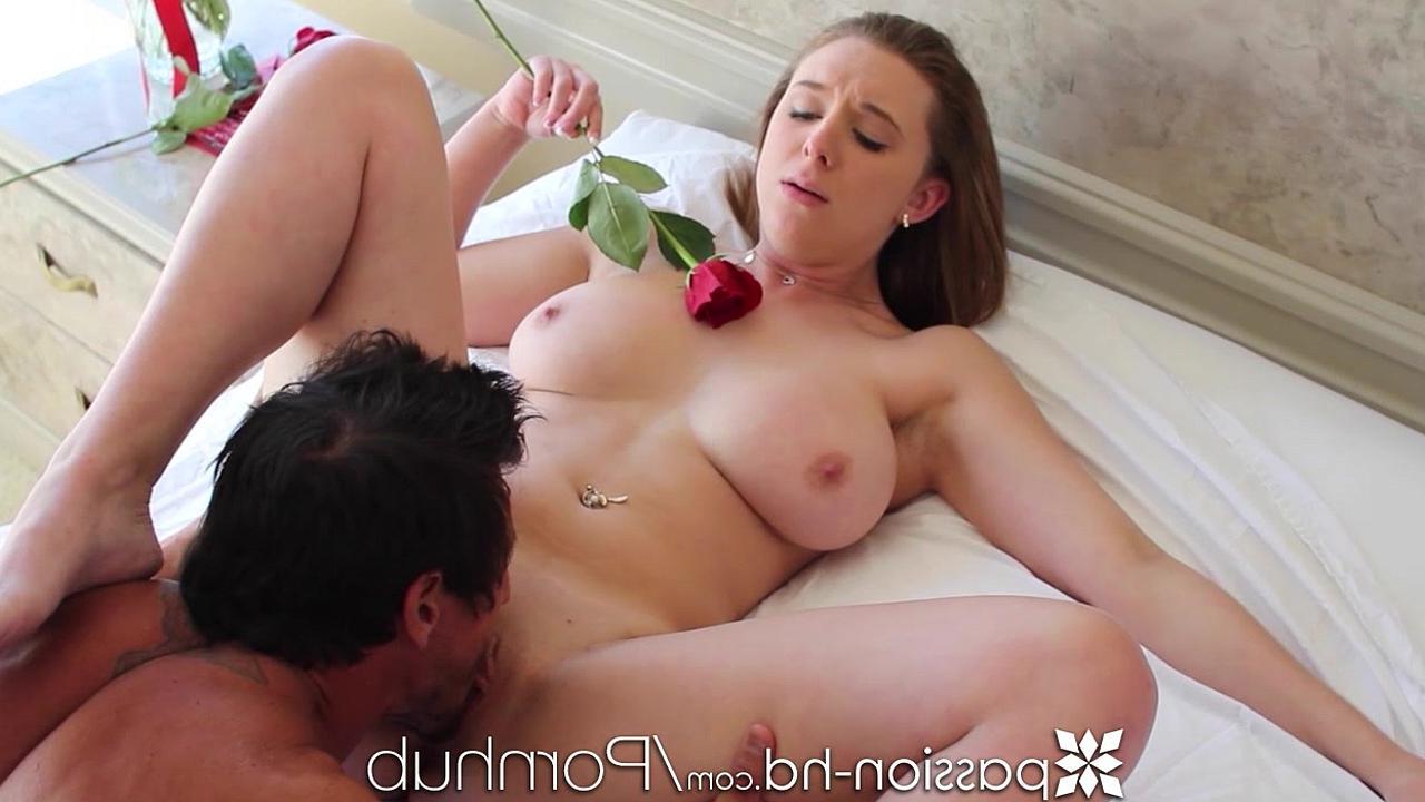 смотреть порно видео секс с молодой телкой с огромными сиськами
