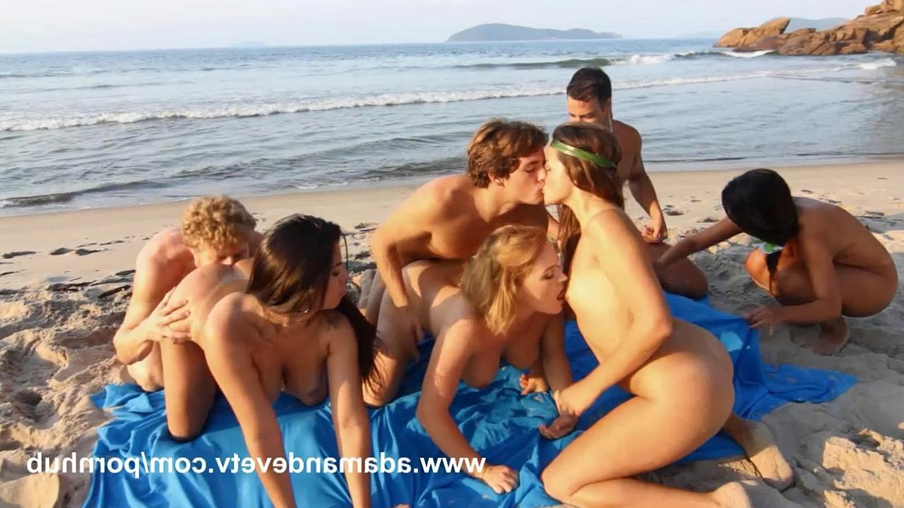 Ролики секс на берегу большими сиськами