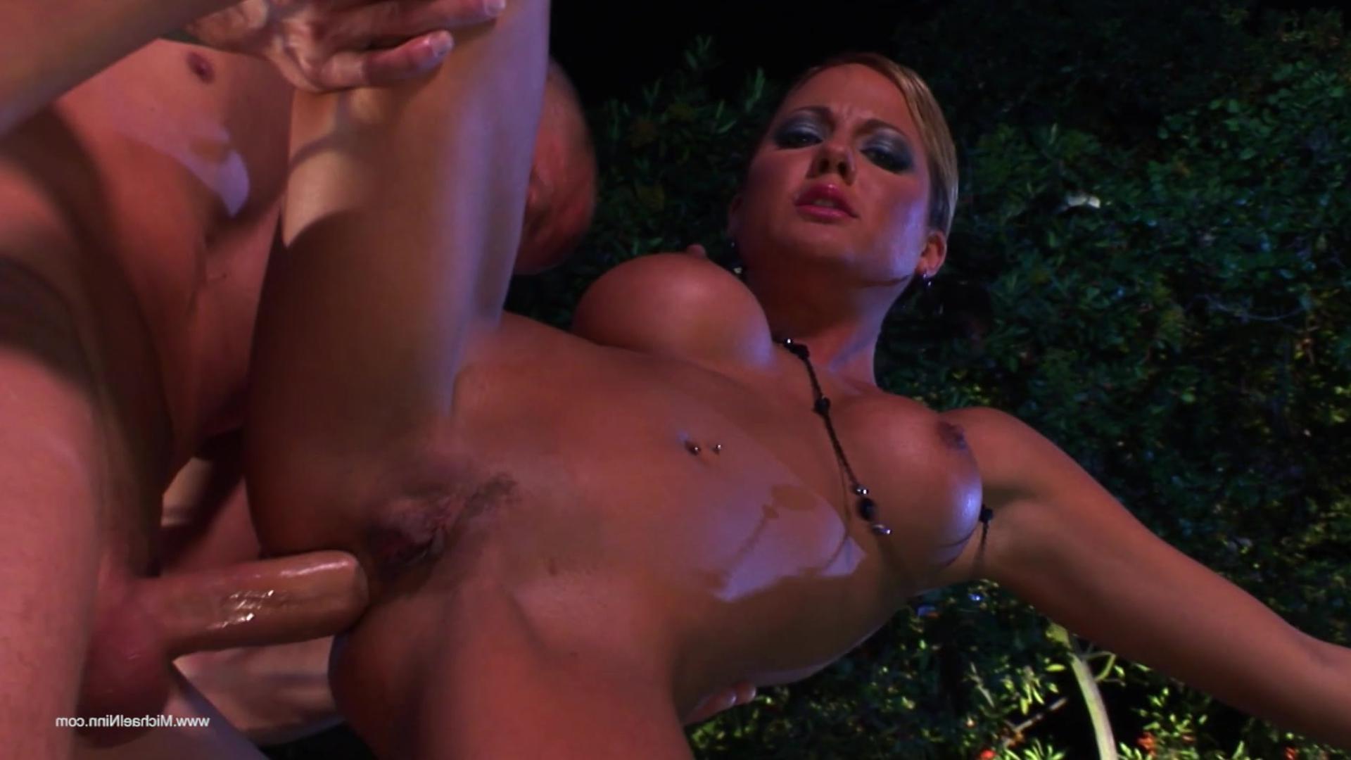 Порно в клубе онлайн бесплатно