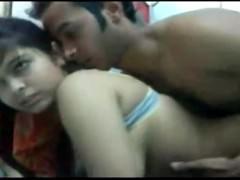 Молодая арабская парочка немного стесняется трахаться перед камерой, но идет на риск. Ведь им предложены большие деньги за развратную демонстрацию секса!