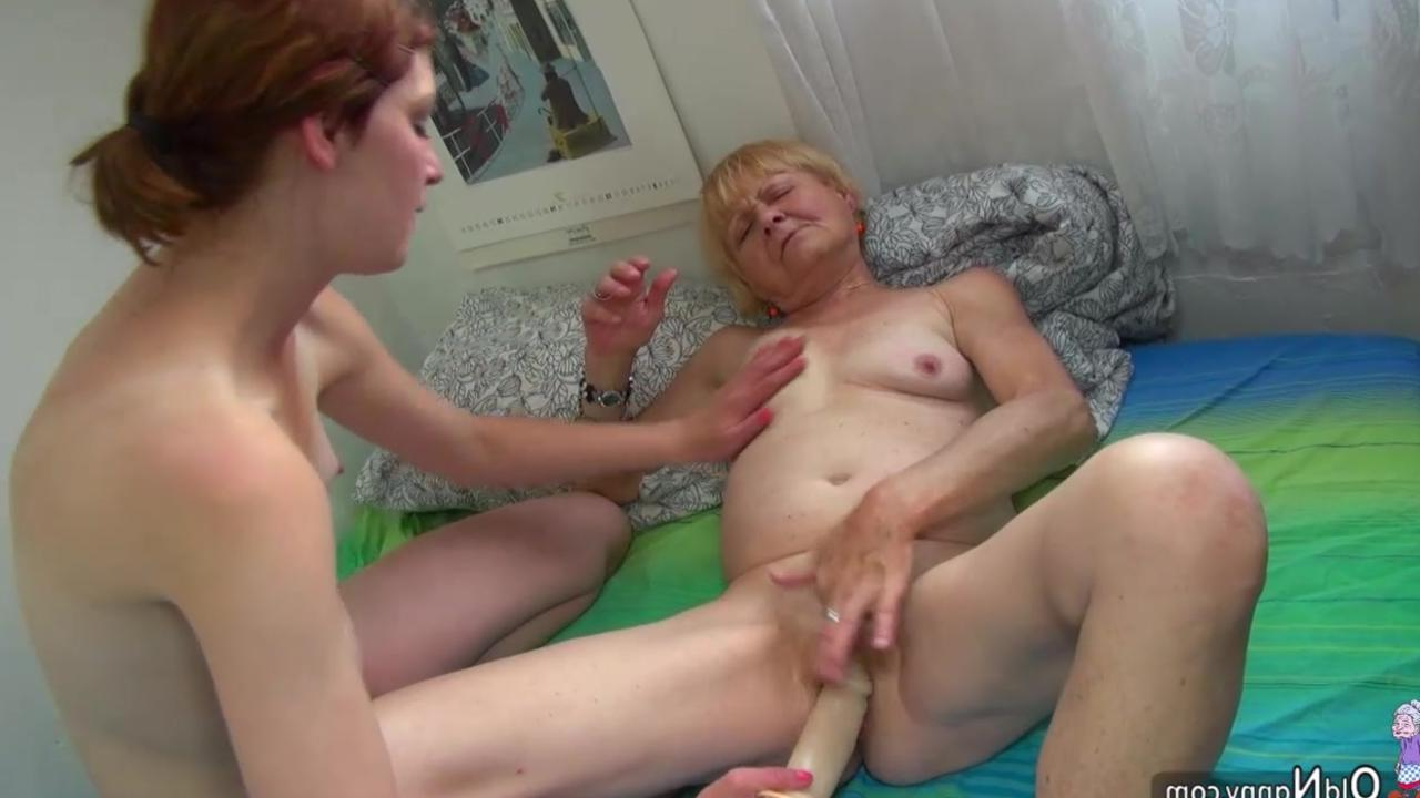 Бесплатно порно старая баба учит молодую пару фото 776-995