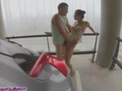 Молодая азиатская порно звезда публично трахается на многоэтажной парковке