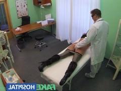 Зрелая пациентка согласилась поебаться с похотливым врачом в кабинете