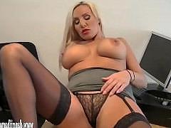 Гиг Порно красивое с неграми Зрелая секретарша с большими сиськами дрочит влагалище на рабочем месте