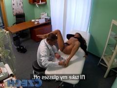Молодая чешская пациентка не устояла перед пошлым доктором