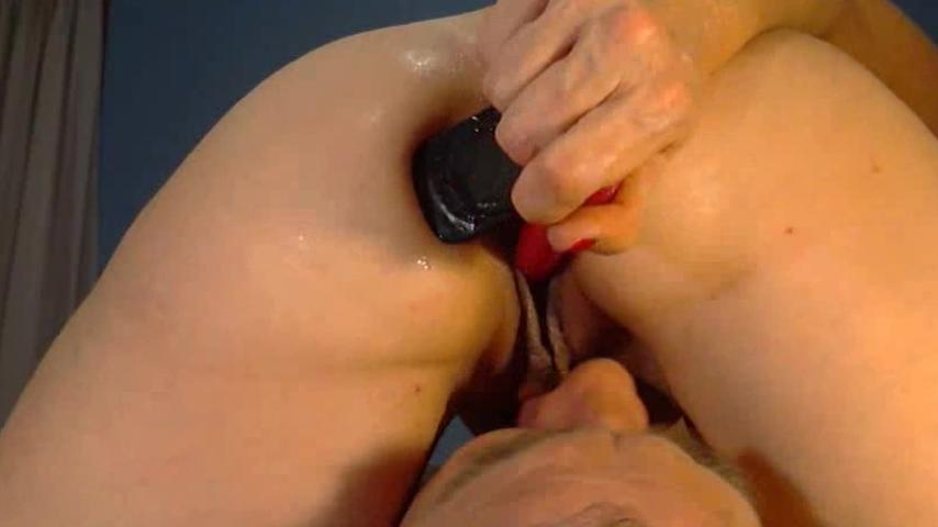 Трахает мастурбатором в жопу фото 690-704