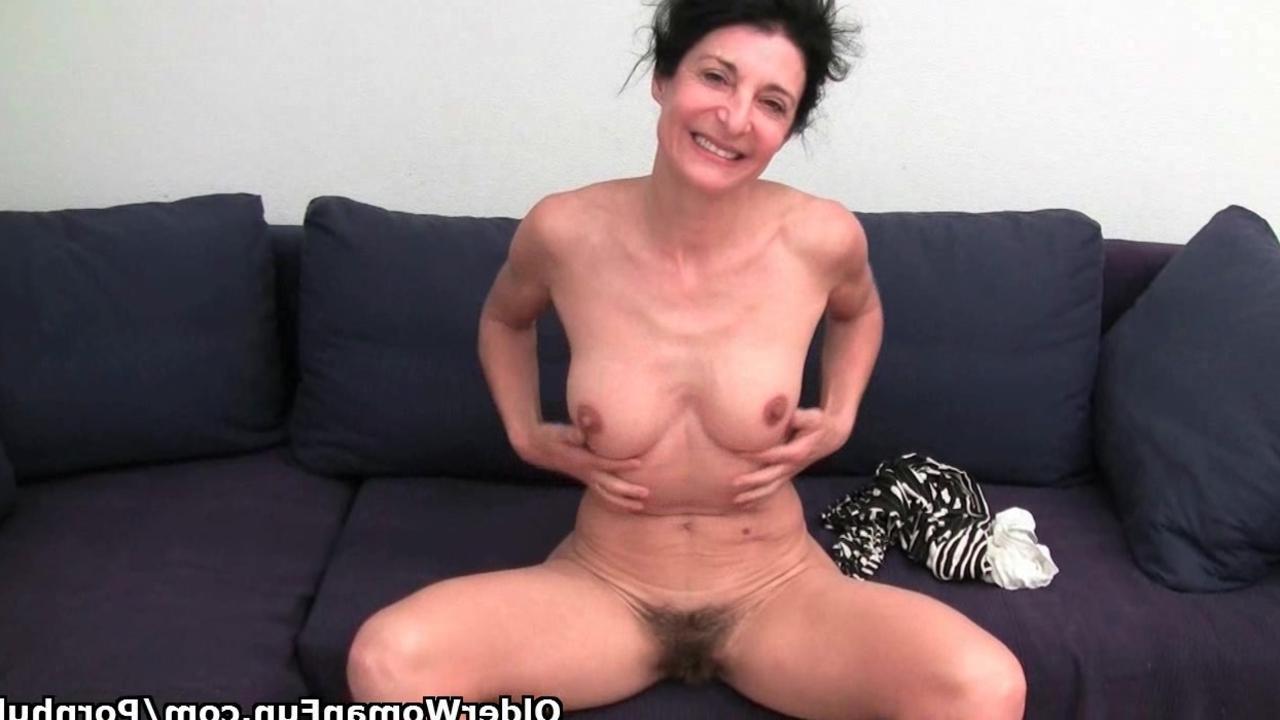 Секс с подругой стесняется дома домашнее 27 фотография