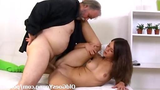 маладой девшка стари дет секс видйо