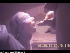 Пытаясь услужить своим мужьям, жены решаются на такие оральные поступки, во время которых они получают сперму на свои лица и рты. И судорожно стараются ее проглотить!