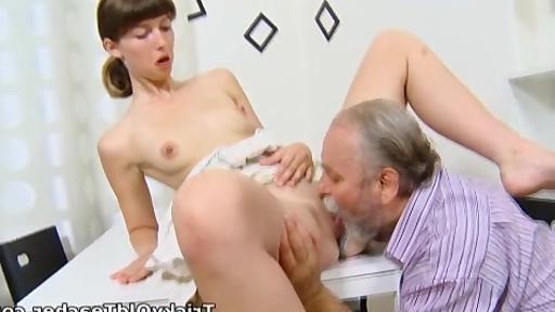 Смотреть онлайн секс массаж от епетитора фото 613-576