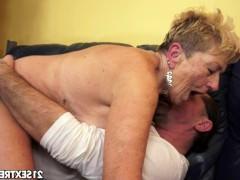 Престарелая баба безумно трахается со своим любовником и ждет от него оргазма
