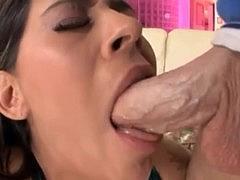 Зрелая дама получила хуй мужчину в свою жопу вслед за анилингусом