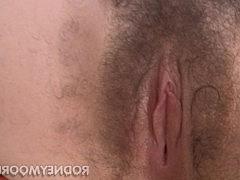 Хуй мужика прекрасно чувствует себя во рту зрелой брюнетки