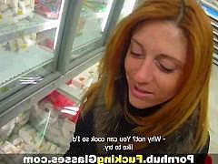 Пикапер раскрутил рыжую русскую девку на трах и выебал ее на балконе дома