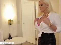 Итальянская порно звезда собаку съела на том, как нужно разнообразно удовлетворять мужчину. И сегодня она просто блещет интимными знаниями в этом прекрасном номере отеля!