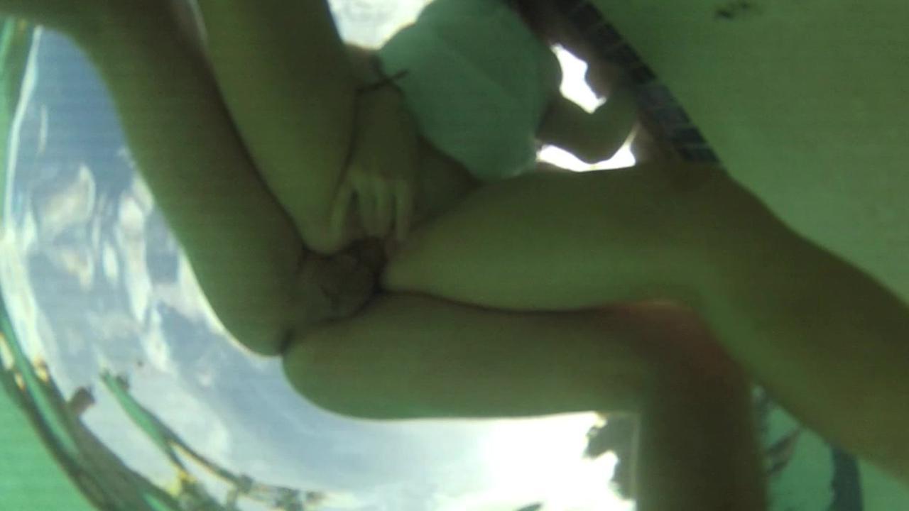 Смотреть онлайн бесплатно оральный секс под водой