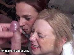 Гиг Порно молодые девушки в чулках Молодые девушки сосут фаллосы и получают сперму на свои похабные рожи