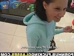 Молодая девка ебется с парнем в туалете какого-то торгового центра