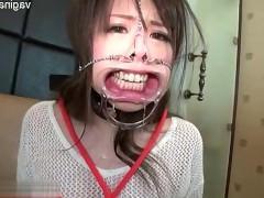 Молодая азиатка испытывает жестокие мучения от стимулирования секс игрушками, но ничего не может с этим поделать. Ведь парень хочет ее так мучить и наблюдать за оргазмами!