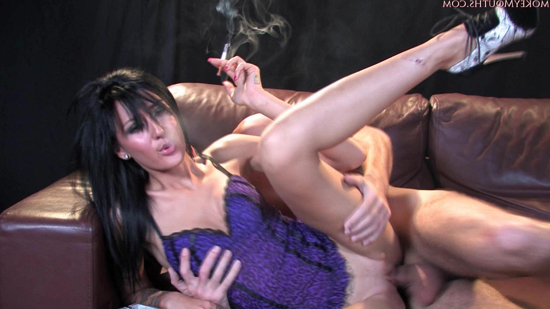 Порно фото с сигаретой