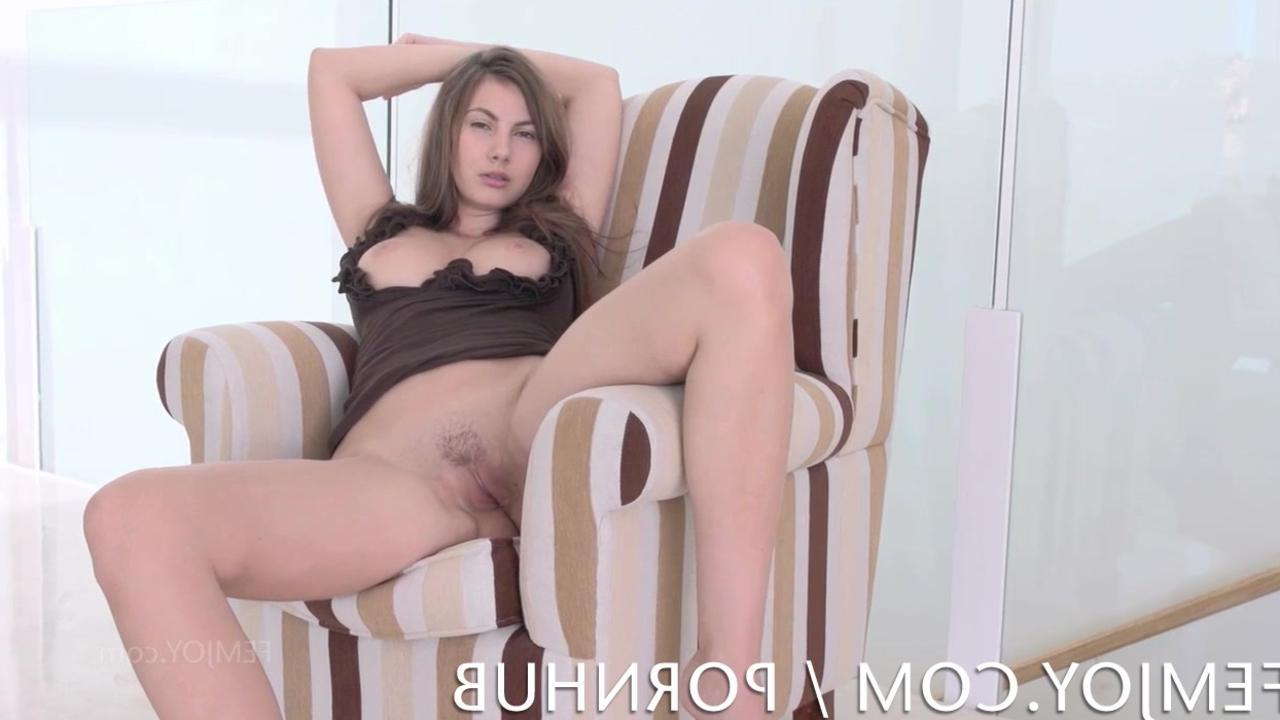 Смотреть порно она любит публично обнажаться 2 фотография