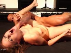 Гиг Порно сексуальные подруги Мужик с бабой грубо сексуально тестируют зрелую кандидатку на секс умения