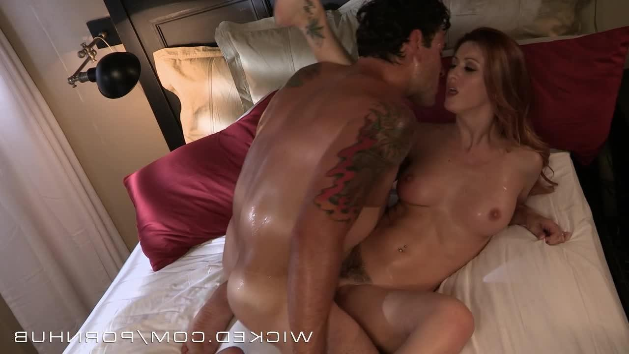 нежные ласки жены с мужем в постели видео