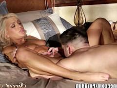Гиг Порно отодрал в зад Зрелая порно звезда получила полный доступ к хую парня своей подруги