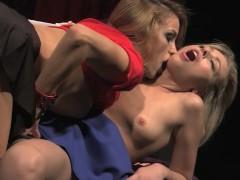 Молодая рабыня вынуждена смотреть на страстный секс зрелых сучек