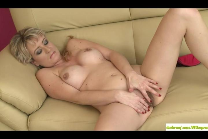 девушка дрочит влагалище порно видео