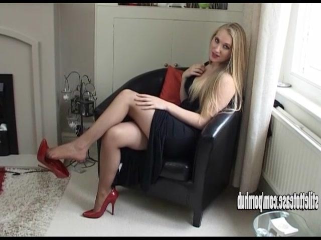русское порно в чулках и красных туфлях фото