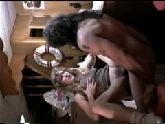 Мужик усадил зрелую бабу на стул и жадно трахает в жопу