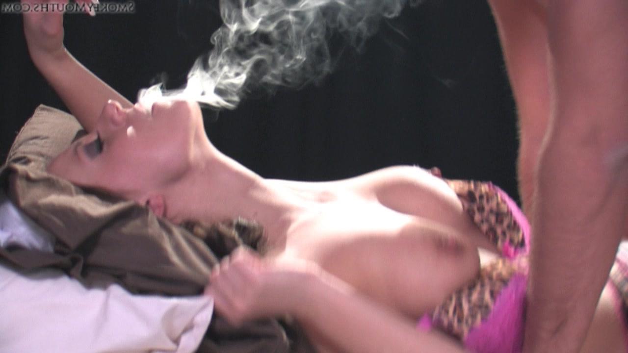 Порно курят во время секса