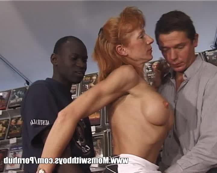 Девушка блондинка с двумя мужчинами порно смотреть бесплатно дойки фото 195-526